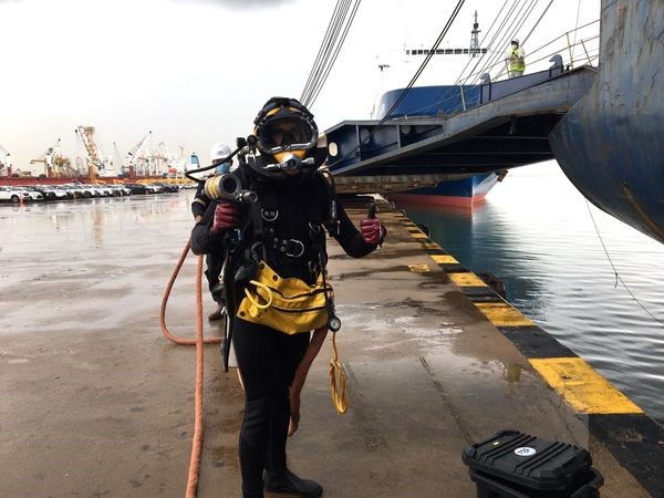 Commercial Diver In Ready To Dive